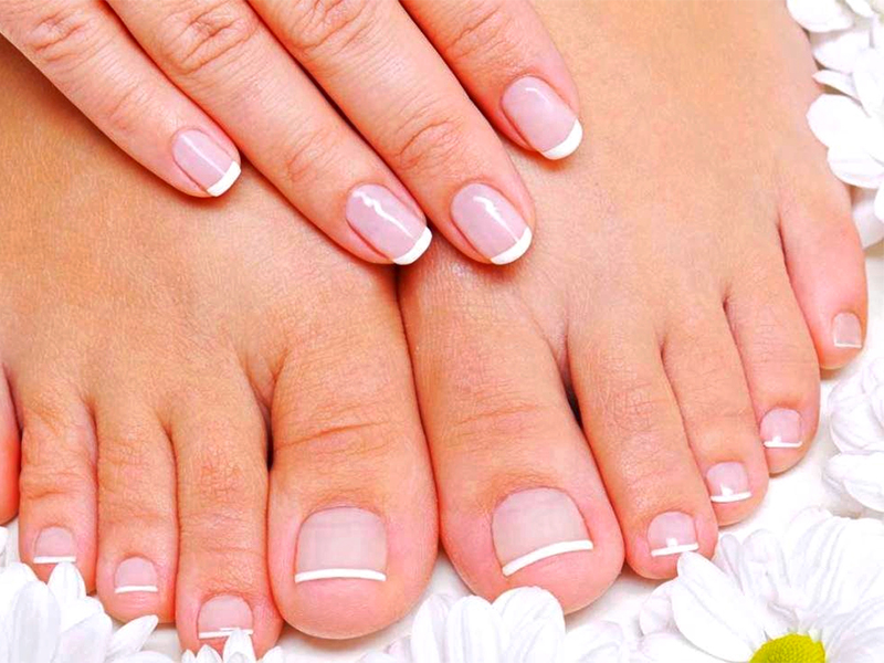 BRITTLE NAILS: NATURAL TIPS TO STRENGTHEN THEM
